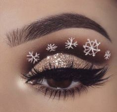 36 Christmas Day Makeup Looks to Try This Season; Christmas makeup looks; Eye Makeup Art, Glitter Eye Makeup, Colorful Eye Makeup, Eye Makeup Tips, Makeup Ideas, Makeup Box, Fairy Makeup, Mermaid Makeup, Weihnachten Make-up