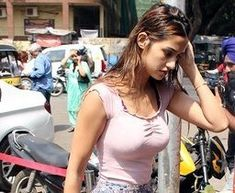 Mumbai: Tiger Shroff and Disha Patani seen at Bandra - Social News XYZ Beautiful Bollywood Actress, Most Beautiful Indian Actress, Disha Patani Photoshoot, Disha Patni, Sexy Cowgirl, Tiger Shroff, Indian Movies, Curvy Outfits, Gal Gadot