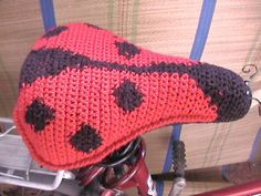 http://alovelything.com/wp-content/uploads/2009/07/crochet-bike-seat-cover-ladybug