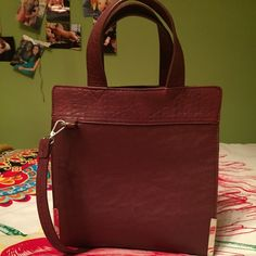 Forever 21 bag Deep red, only worn a hang full of times! From forever21, in great condition Forever 21 Bags Totes