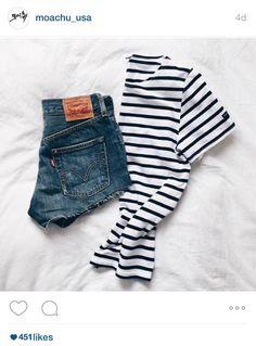 http://moachu.com/shop/clothing/saint-james/ #국내최저가 에 도전 미국직영 #쇼핑몰 #모아츄  #세인트제임스,#세인트제임스티,#스트라이프,#스트라이프티셔츠,#단가라티셔츠,#프랑스브랜드  #세인트제임스 의 대표적인 #스트라이프 는 옷 위에 프린트를 하는게 아닌 짜임형식의 울 스웨터를 만들어서 시작한 #브랜드이기 때문에 오랜기간 입어도 색바램이나 옷의 변형이 적어 오랫동안 두고 입을 수 있다는 점이 좋아요  특히 클래식한 디자인임에도 팔을 얇아보이게 해주는 넉넉한 소매통과 보트넥의 라인은  핏을 정말 잘 잡아줘서 계속 손이가는 클래식 아이템이죠.
