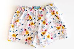 Aprende Hacer Shorts De Pijama Con Patrón Muy Fácil Paso A Paso Pajama Pants Pattern, Pants Pattern Free, Pajama Shorts, Free Pattern, Pattern Ideas, Sewing Shorts, Diy Shorts, Sewing Clothes, Barbie Clothes