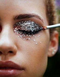 Glitter packed eyelids