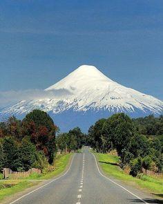 Road to Parinacota Volcano, Chile, photo by @dreamnaturelove