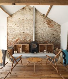 Usually the living room interior of the exposed brick wall is rustic, elegant, and casual. Exposed brick wall will affect the overall look of your house more appreciably. Barn Living, Home And Living, Living Rooms, Simple Living, Natural Living, Living Area, Sweet Home, Exposed Brick Walls, Exposed Beams
