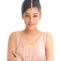 Rachana Reddy - #maangtikka #headchain  #Metal #Lace #earcuffs #rachanareddy #india #fashion #pearls #handcrafted #bollywood  Shop here:www.rachanareddy.com