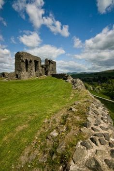 View of Kendal Castle, a 12th century castle in Kendal, Cumbria, UK. The castle was home to the Parr family whose most famous member was Katherine Parr, the sixth and last wife of Henry VIII. Now pretty much a ruin but offers spectacular views over Kendal