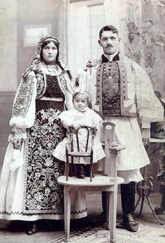 Old Traditional costumes - Banat city, ( terithory was a Hungarian Transylvania till 1918 Romania Old Photos, Vintage Photos, Folk Costume, Costumes, Ukraine, People Of The World, Eastern Europe, Historical Clothing, Mode Style