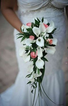 Waterfall wedding bouquet of white and pink flowers for wedding in Rome. - Italy Wedding Florals - Waterfall wedding bouquet of white and pink flowers for wedding in Rome. Waterfall wedding bouquet of white and pink flowers for wedding in Rome. Bouquet En Cascade, Cascading Bridal Bouquets, Calla Lily Bouquet, Calla Lillies, Small Bouquet, Bride Bouquets, Bridal Flowers, Flower Bouquet Wedding, Pink Flowers