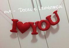 Varal em feltro. Escrevemos o que você quiser. Nomes, datas, siglas, idade... <br>Fazemos na cor desejada! <br> <br>Ideal para ensaios fotográficos! <br> <br>Meda: aproximadamente 18 cm de altura cada letra. <br> <br>Valor unitário. R$7,00 por letra/número Easy Valentine Crafts, Valentines Day Decorations, Valentine Gifts, Handmade Gifts For Boyfriend, Felt Wreath, Felt Decorations, Saint Valentine, Valentine's Day Diy, Felt Dolls