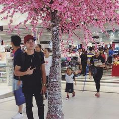 "【jefriesdrej】さんのInstagramをピンしています。 《""When you're in love.. life is like a romance novel that you never want to end."" Blooming sakura inside the mall..🌸🌸🌸 #sakura #cherryblossoms #guys_cute #pinoyhottie #pinoyhunk #cutepinoy #cute #asianhunk #selfie #sexy #handsome #gayman #gaystagram #gayboy #gaygeek #igers #igdaily #instagood》"