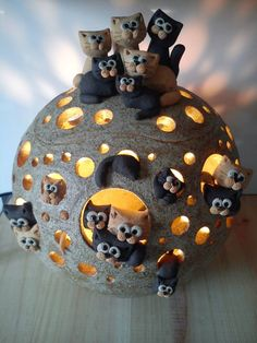 Cats and pottery, two of my most favorite things in this whole world. The post Cats and pottery, two of my most favorite things in this whole world. appeared first on Trendy. Pottery Animals, Ceramic Animals, Clay Animals, Ceramic Clay, Ceramic Pottery, Pottery Art, Cerámica Ideas, Clay Cats, Sculptures Céramiques