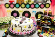 aniversário, tema música, comidas, music party, mesa bolo, bolo, discos, microfone