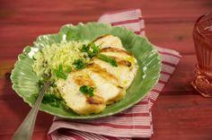Peito de frango grelhado com cuscuz de couve-flor | Panelinha - Receitas que funcionam