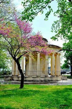 Maitland Rotunda in Old Town of Corfu - Corfu island, Greece https://www.myguidegreekislands.com