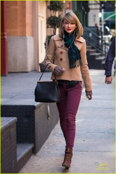 Taylor Swift: Windy Window Shopping in NYC