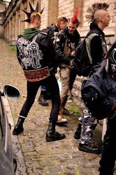 Billedresultat for punk in the 80s Punk, Punk Guys, Goth Guys, Punk Subculture, Estilo Punk Rock, Moda Punk, Punk Mode, Crust Punk, Punk Jackets