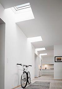 Binnenshuis een prettiger en gezonder leefklimaat door elektrisch te bedienen Velux lichtkoepels. Meer info: http://www.hout-en-bouwmaterialen.nl/velux-daglichtkoepel-lichtkoepel-voor-plat-dak.php