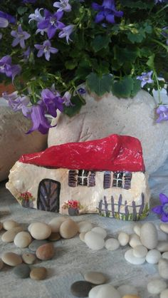 Pebble Painting, Pebble Art, Stone Painting, House Painting, Stone Crafts, Rock Crafts, Garden Crafts, Garden Art, Painted Rocks Craft