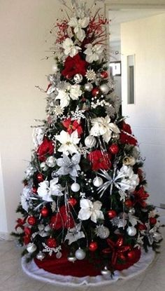 Here are the Red And White Christmas Tree Decoration Ideas. This article about Red And White Christmas Tree Decoration Ideas … White Christmas Tree Decorations, Beautiful Christmas Trees, Christmas Tree Ideas, Holiday Tree, Xmas Trees, Christmas Colors, Noel Christmas, Christmas Wreaths, Christmas Tree Inspiration