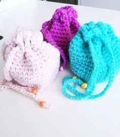 Diy Crochet, Crochet Hooks, Crochet Baby, Crochet Ideas, Crochet Teacher Gifts, Marble Bag, Crochet Keychain, Make Your Own Clothes, Flower Tea