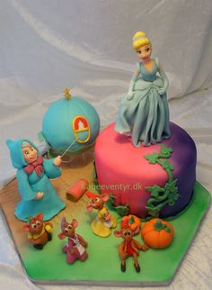 Cindarella princess cake - I made this cake for a kindergarten birthday. Every figurine is hand moulded. I used wilton fondant. The charriot is fondant wrapped around a styrofoam ball. Pretty Cakes, Beautiful Cakes, Amazing Cakes, Cinderella Cakes, Cinderella Princess, Princess Cakes, Cinderella Party, Disney Themed Cakes, Fondant Figures