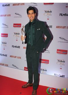 Celebs At Filmfare Glamour And Style Awards 2016 #Bollywoodnazar #SushantSinghRajput #SidharthMalhotra #KatrinaKaif #AmitabhBachchan #AishwaryaRaiBachchan #AliaBhatt #TigerShroff #Rekha #Kajol #HarshvardhanKapoor #SaiyamiKher #DishaPatani #BipashaBasu #KaranSinghGrover #PoojaHegde #DianaPenty #AmyJackson #PrachiDesai #NehaDhupia #ArmaanMalik #SurveenChawla #ElliAvram #GauharKhan