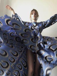 Silk dress Belle Ikat Beauty Editorial, Editorial Fashion, Ethical Fashion, Fashion Brands, Fashion Shoot, Fashion Beauty, Ways To Stay Healthy, Virtual Fashion, Beautiful Models