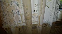 Vorhang aus einzelnen Spitzendeckchen