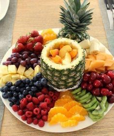 This looks sooo good I have to prepare a fruit platter JUST LIKE THIS at least once this summer! it's all in the presentation! This looks sooo good I have to prepare a fruit platter JUST LIKE THIS at least once this summer! it's all in the presentation! Appetizers For Party, Appetizer Recipes, Fruit Appetizers, Christmas Appetizers, Christmas Parties, Party Snacks, Christmas Fun, Fruit Recipes, Cooking Recipes
