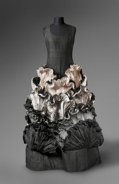 Evening Dress Roberto Capucci, 1985 The Philadelphia Museum of Art How to help…