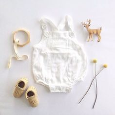 Too cute! Loving this flat lay from @ kate_makehey featuring our unisex woven bodysuit - the perfect neutral piece for your baby's wardrobe  #pumpkinpatchkids #babyfashion #flatlay