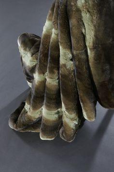 PLaid orylag teinté pistache - Dyed orylag throw #fourrure #fur #fuchs #blanket #throw #luxury #interiordesign #mex #france www.norki-decoration.com