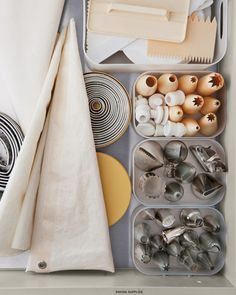 Pastry bags, biscuit cutters, icing tips, and frosting combs: Everything is easily accessible in clear boxes.
