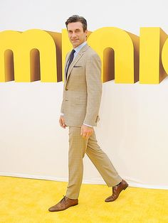 Star Tracks: Monday, June 29, 2015 | HELLO, HANDSOME | Looking sharp in a beige suit, Jon Hamm also walks the yellow carpet at the Saturday premiere of Minions.