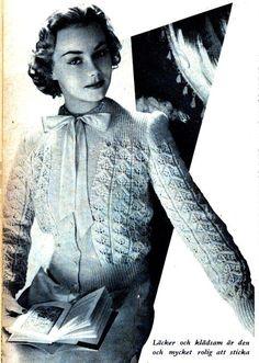 Fina, gamla stickmönster är bland det bästa jag vet. Och i vårt arkiv längst ner i källaren finns alla gamla, inbundna nummer av Året Runt. Ibland hämtar jag upp en årgång och bläddrar... Embroidery Patterns, Crochet Patterns, Retro Pattern, Vintage Knitting, Vintage Patterns, Tatting, Knit Crochet, Batman, Style Inspiration