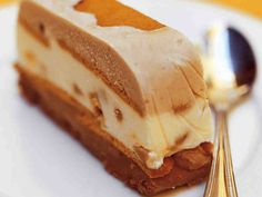 Jäädytetty mokka-toffeekakku Desert Recipes, No Bake Desserts, Toffee, Cheesecakes, Panna Cotta, Special Occasion, Deserts, Ice Cream, Candy