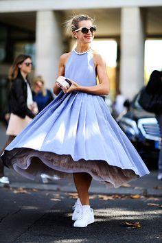 30 модных образов с кроссовками, которые подойдут каждой девушке | Журнал Cosmopolitan