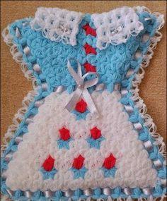 İnternette gezinirken gördüm rengarenk lifleri ve kendi adıma canlı renkleri de görünce sizinle buluşturmak istedim. Seçilen renkler o kadar içten, o kadar cana yakın ki ben bile bu liflerden örmek istedim. Keşke elimden gelseydi ama maalesef. Eee o zaman ben de kendi görevimi yapayım ve bu güzel lifleri size tanıtmaya devam edeyim. Crochet Baby, Knit Crochet, Beautiful Crochet, Pot Holders, Christmas Stockings, Projects To Try, Knitting, Holiday Decor, Pattern