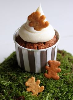 Gingerbread cupcake with gingerbread bear