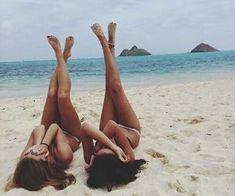 Resultado de imagem para fotos tumblr com amigas na praia