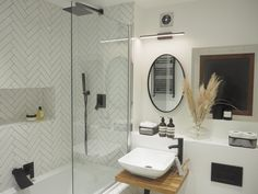 Finally a picture of my new bathroom designed and decorated by me. White Bathroom, Master Bathroom, New Bathroom Designs, Bathroom Ideas, Waterfall Faucet, Shower Heads, Beautiful Interiors, Decoration, Plumbing