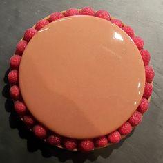 Glaçage chocolat au lait d'une brillance incroyable… Julien, Pie Dish, Cheesecakes, Mousse, Glaze, Tableware, Food, Paris Brest, Deserts