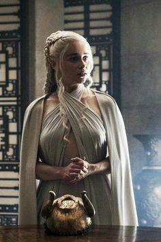 Game of thrones Daenerys Targaryen Arte Game Of Thrones, Game Of Thrones Costumes, Emilia Clarke Daenerys Targaryen, Game Of Throne Daenerys, Daenarys Targaryen, Danyeres Targaryen, Daenerys Targaryen Dress, Game Of Trone, Emilia Clarke Hot