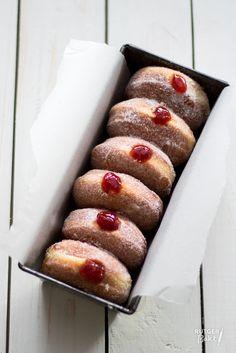 Gevulde donuts met aardbeienjam – recept