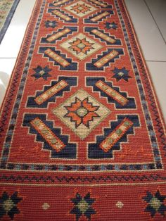 Claudia Medinaceli Bordados Agujas que pintan. Bohemian Rug, Cross Stitch, Embroidery, Rugs, Crafts, Home Decor, Hand Embroidery, Tapestries, Stitching