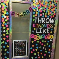 Bright and colorful door decor for the elementary classroom! #learnspanishforkidsteaching #learnspanishforadultstips