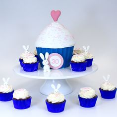 Cupcakes, Desserts, Food, Birthday Cake Toppers, Wedding Pie Table, Cakes, Tailgate Desserts, Cupcake, Meal