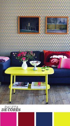 Estampa + móvel colorido + papel de parede bem trabalhado! Sem dúvida essa decoração funciona para um ambiente descontraído. Saiba mais clicando na imagem :)