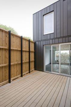saniertes einfamilienhaus mit moderner blechfassade architektur architecture sch nerwohnen. Black Bedroom Furniture Sets. Home Design Ideas